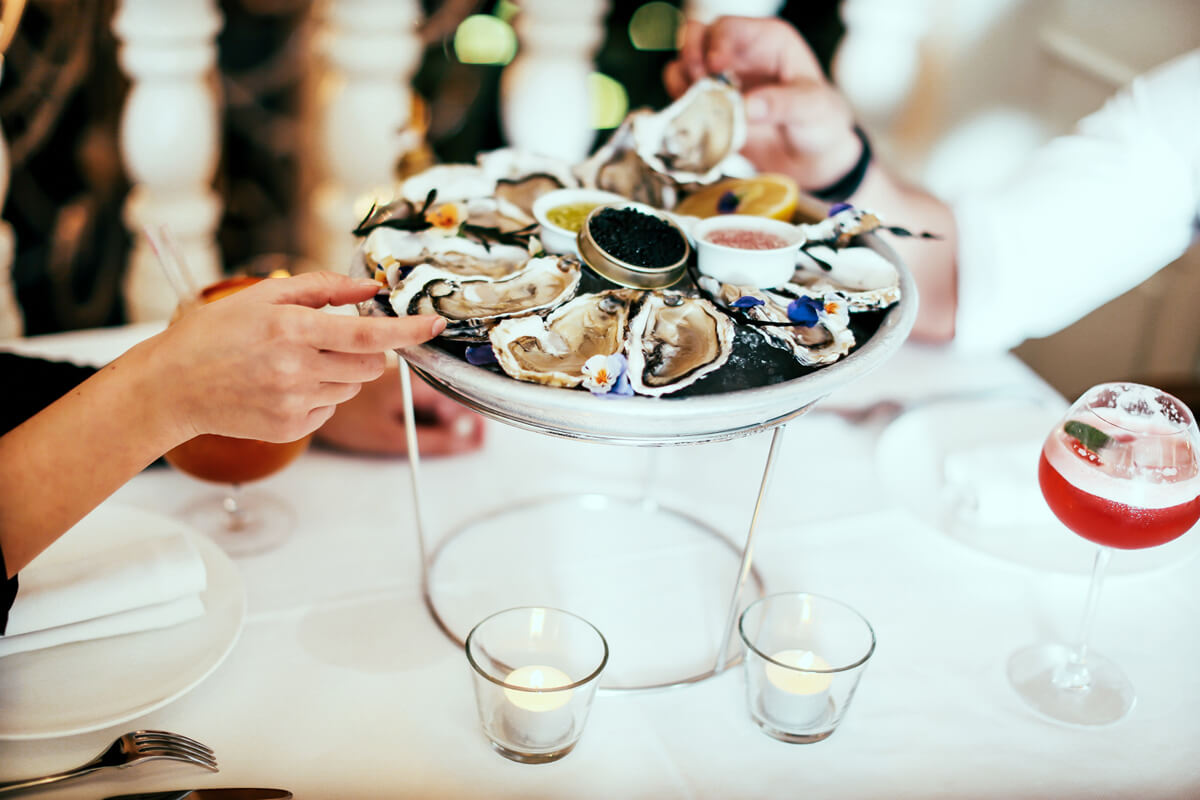Oysters-on-the-table-LR