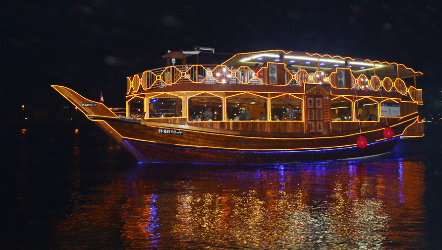 Cruises in Dubai - Dhow Cruise and Luxury Cruising